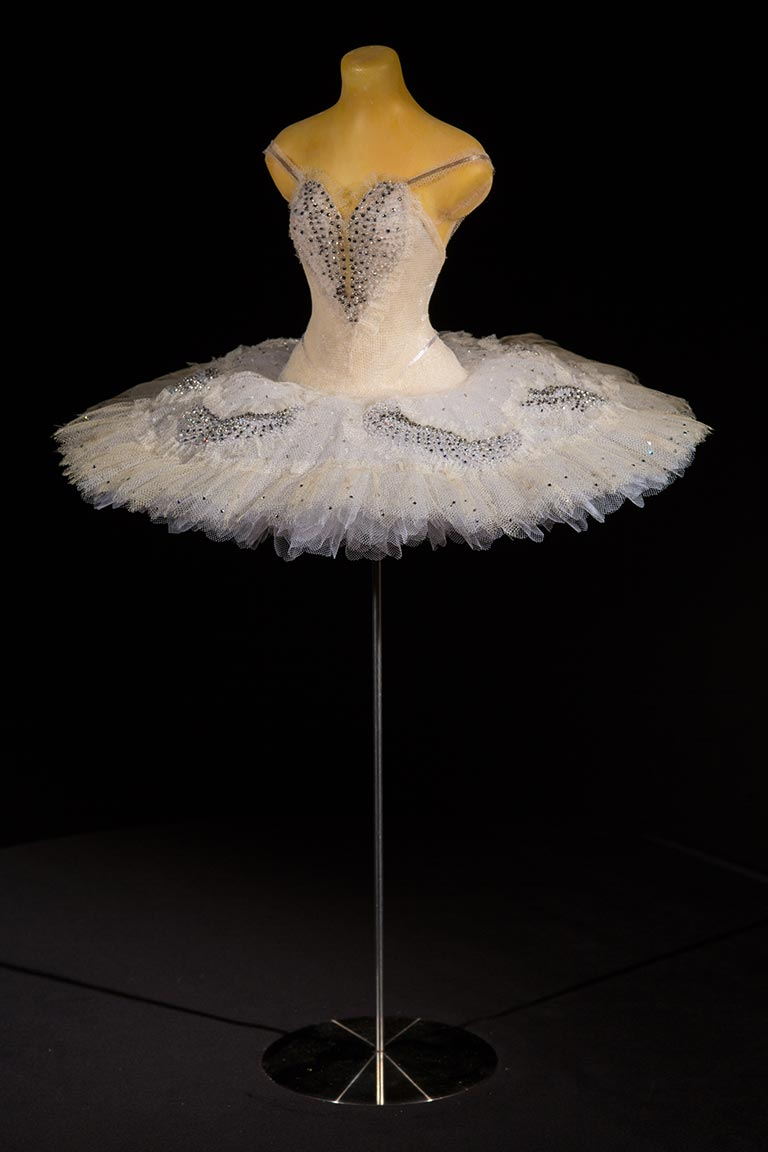 odette  swan lake  the royal ballet  designed by yolanda